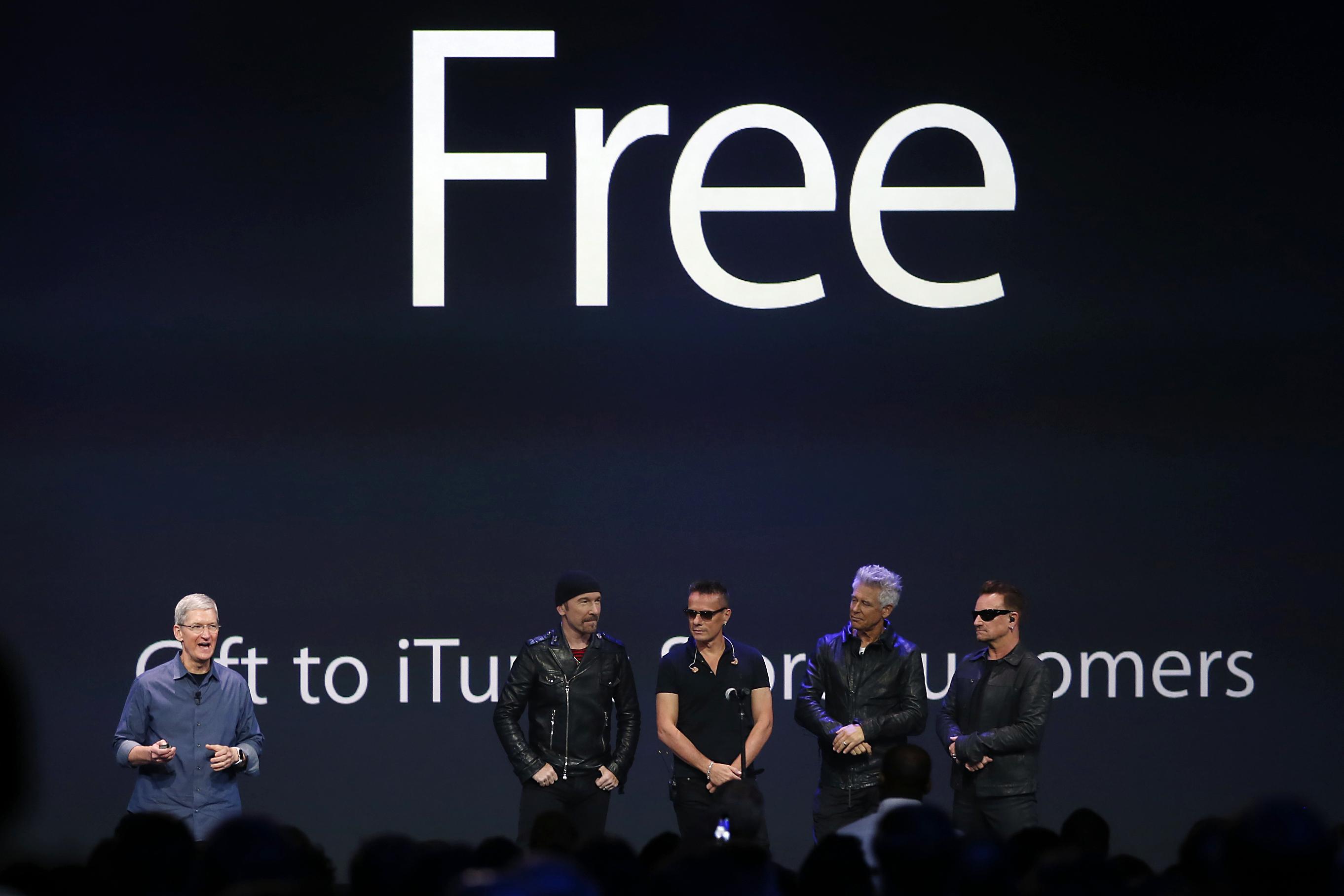 Tim Cook tuyên bố về album miễn phí của U2